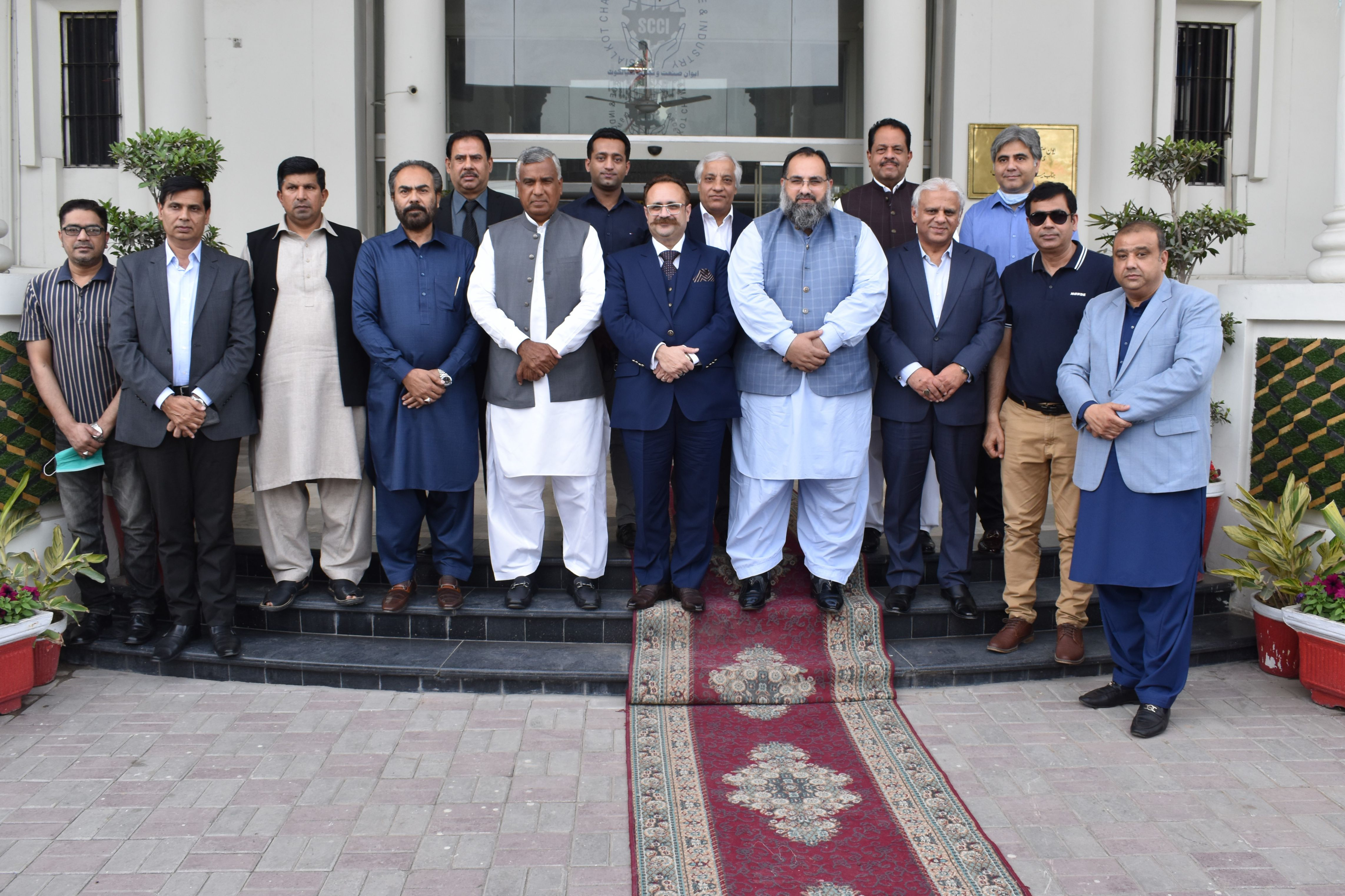 On March 17,2021, Sardar Tanveer Ilyas Khan, Special Assistant to the Chief Minister on Investment and Trade/Chairman, Punjab Board of Investment and Trade visited SCCI,  wherein, Mr. Qaisar Iqbal Baryar, President, SCCI discussed the issues faced by the Industry of Sialkot and also proposed solutions for promotion of exports of the region.  Sardar Tanveer Ilyas Khan assured him all possible support in early resolution of the issues. Mr. Khan also appreciated the role of SCCI for striving to enable a business-friendly environment for SME based Industry and accomplishing multiple self-sustained projects.