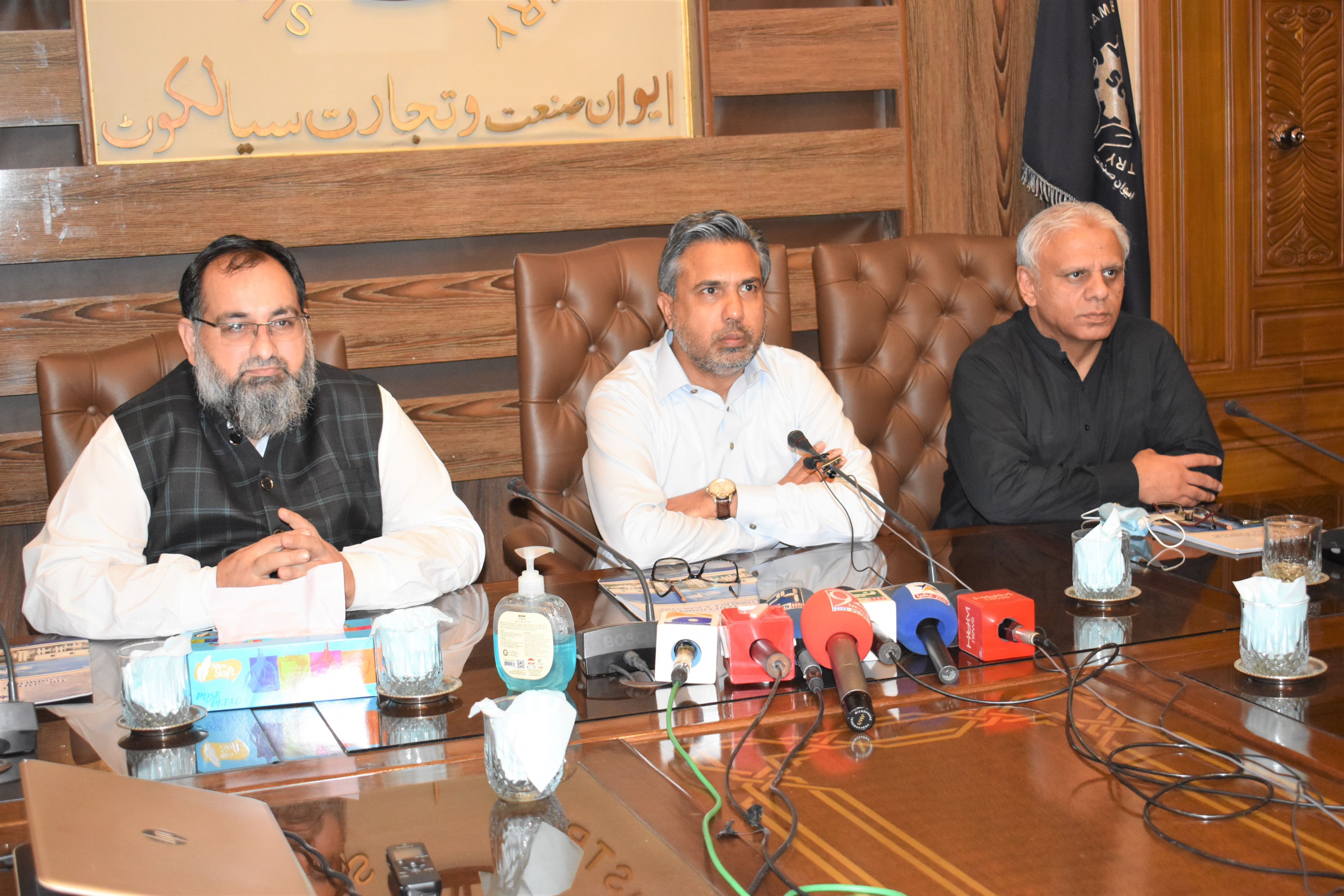 On June 11, 2021, A Budget announcement ceremony was arranged at Sialkot Chamber of Commerce and Industry. Mr. Qaisar Iqbal Baryar, President, Mr. Khuram Aslam, Senior Vice President, Mr. Ansar Aziz Puri, Vice President and Members of Executive Committee of SCCI also attended the session.   Mr. Qaisar Iqbal Baryar, President, SCCI endorsed the National Budget 2021-22 and said that it will have positive impact on the businesses. It will enhance the export productivity of the country and would also help the common man.  Business Community of Sialkot also participated in the session and exchanged their views on the exemptions and facilitations mentioned in the budget.