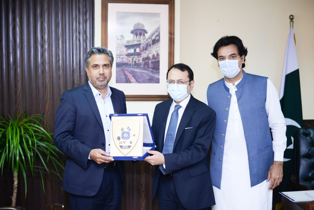 Mr Qaisar Iqbal Baryar, President Chamber led a delegation of Sialkot Chamber for a meeting with Chairman FBR, Mr Asim Ahmad on June 02, 2021.