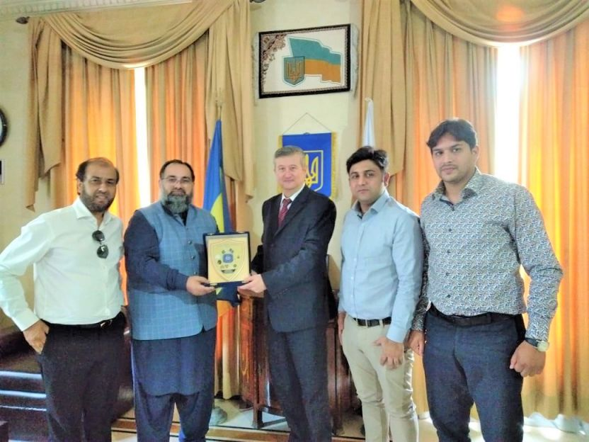 On July 07, 2021 A delegation of Sialkot Chamber of Commerce and Industry led by Mr. Khuram Aslam, Senior Vice President visited Embassy of Ukraine in Pakistan.   The delegation comprised of Mr. Qasim Malik, Sheikh Sohail Zafar, Mr. Muhammad Idris Members of Executive Committee SCCI.  The delegates were warmly welcomed by H.E. Mr. Markian Chuchuk, Ambassador of Ukraine to the Islamic Republic of Pakistan and Dr. Olena Bordilovska, Second Secretary, Culture and Humanitarian issues and matters related to promotion of bilateral trade between both countries were discussed in the meeting.
