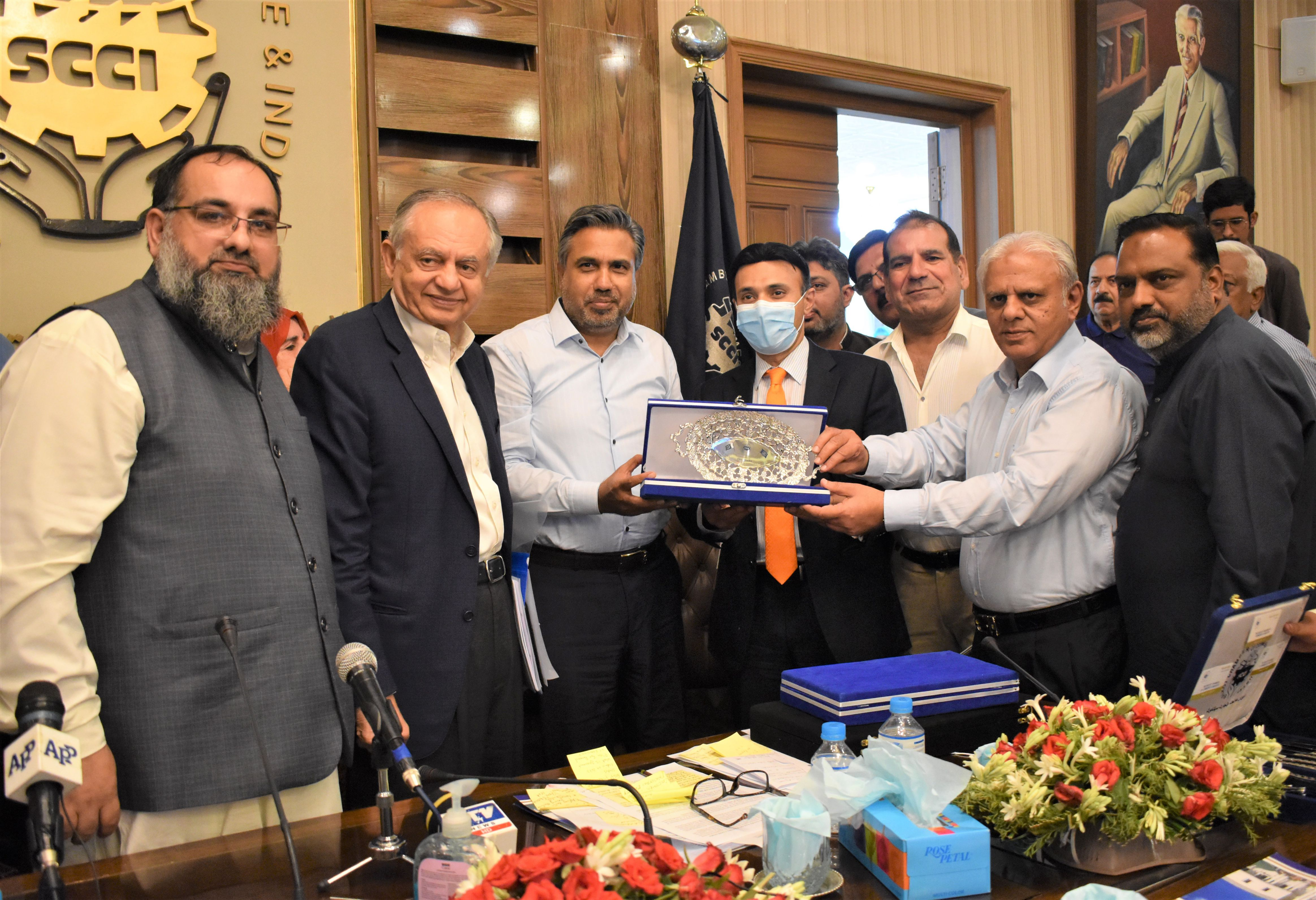 On July 17, 2021, Mr. Syed Rafeo Bashir Shah, Executive Director General, Ministry of Commerce visited Sialkot Chamber of Commerce & Industry. Mr. Qaisar Iqbal Baryar, President, Mr. Khuram Aslam, Senior Vice President and Mr. Ansar Aziz Puri, Vice President SCCI received the Honorable Guest and had discussion on multiple issues including EDF projects proposed by SCCI and Legalization\Attestation of Commercial documents.