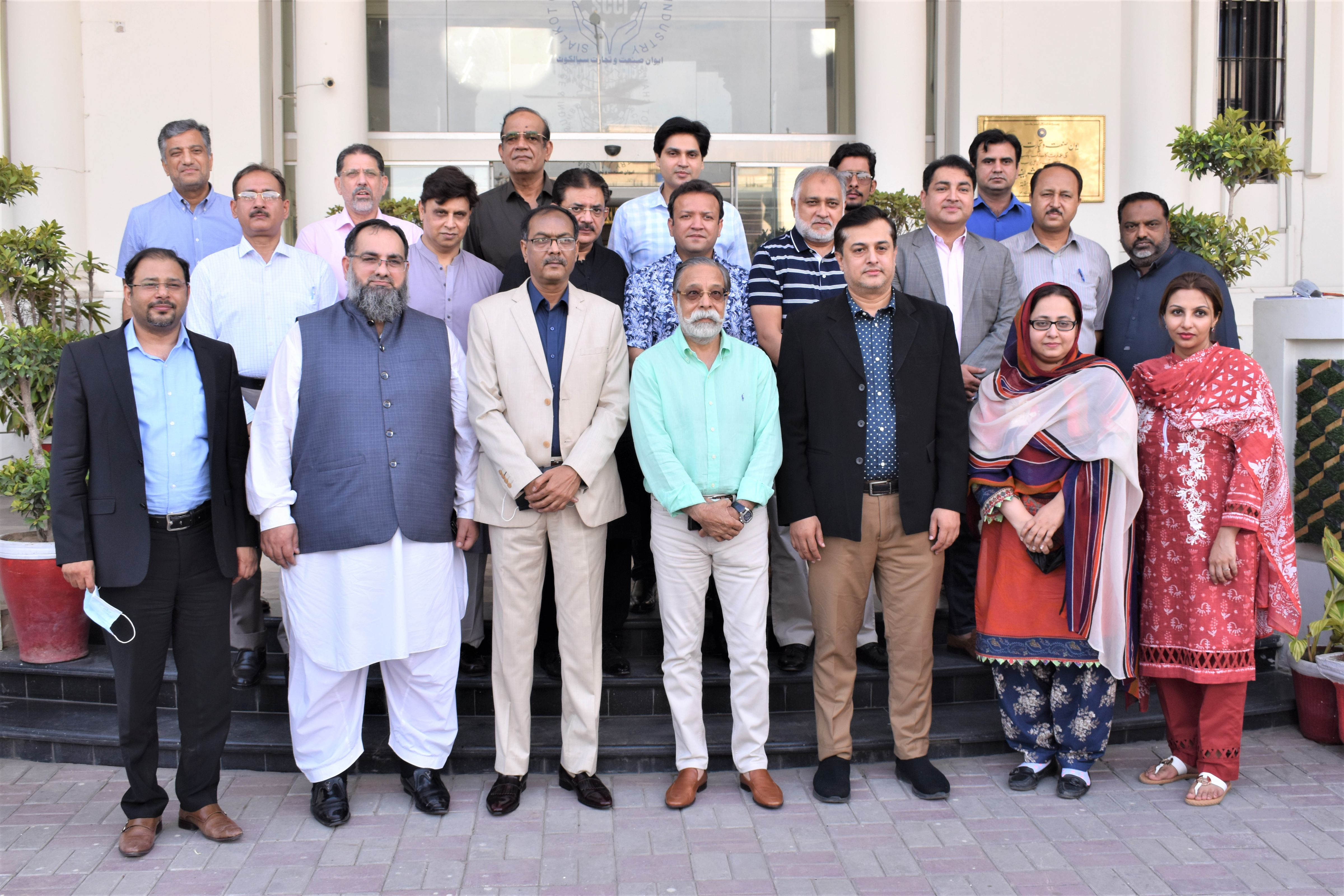 On July 14, 2021, A delegation of Trade Development Authority Pakistan (TDAP) led by Mr. Shafqatullah Siddiqui, Director General, TDAP (Engineering & Mineral Division) visited Sialkot Chamber of Commerce & Industry. Mr. Qaisar Iqbal Baryar, President, Mr. Khuram Aslam, Senior Vice President and Mr. Baber Iqbal, Chairman of SCCI Departmental Committee on Surgical /Dental/Veterinary/ Cutlery and Kitchenware Industry received the guests. During the meeting, many issues related to Medical Device Regulation (MDR) faced by Surgical sectors of Sialkot were presented to TDAP officials.