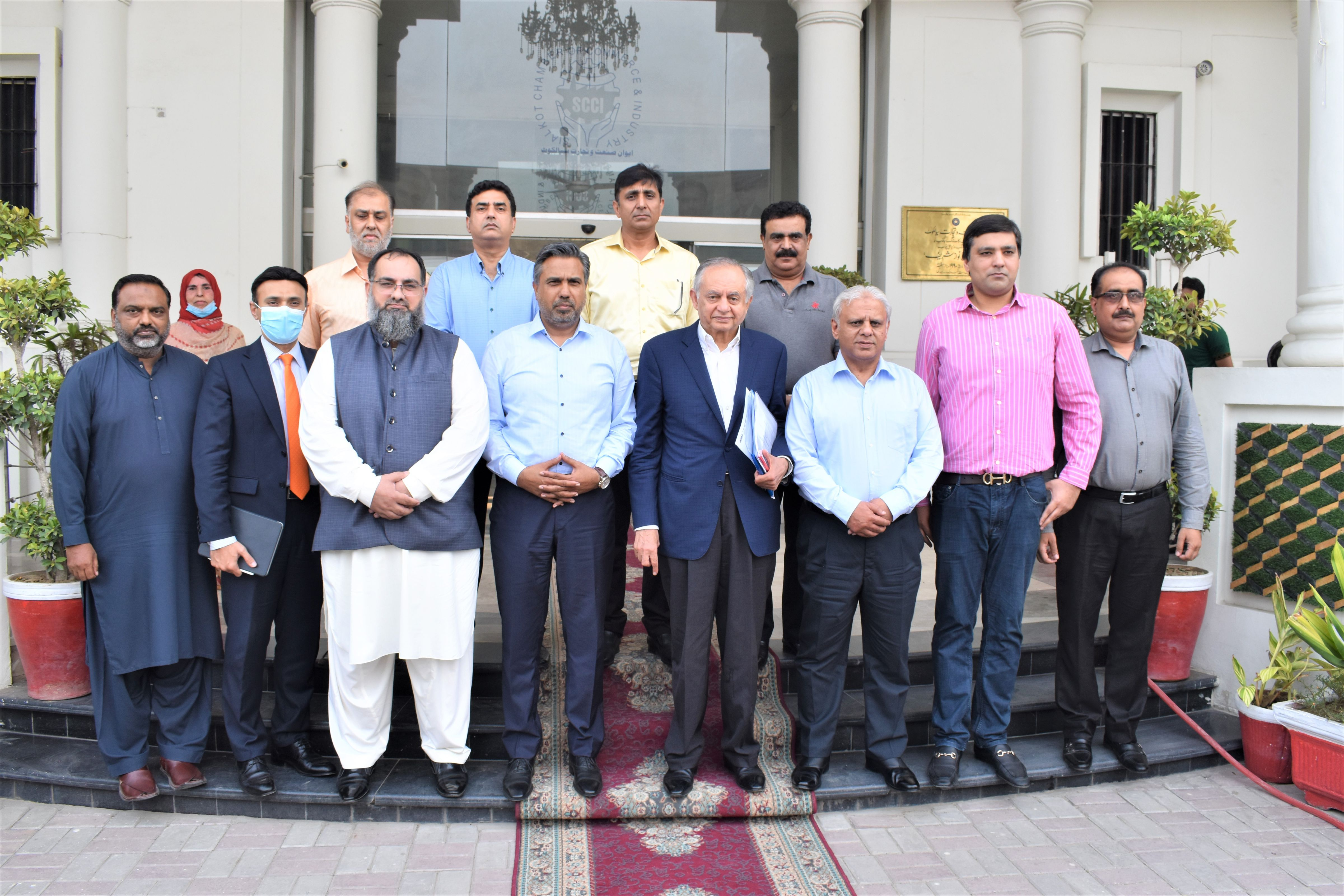 On July 17, 2021, Honorable Mr. Abdul Razak Dawood, Advisor to PM for Commerce, Textile, Industry & Production, and Investment of Pakistan visited Sialkot Chamber of Commerce & Industry to interact with the Business Community of Sialkot.   Mr. Qaisar Iqbal Baryar, President, Mr. Khuram Aslam, Senior Vice President and Mr. Ansar Aziz Puri, Vice President SCCI welcomed the Honorable Guest.   Mr. Qaisar Iqbal Baryar lauded the efforts of Mr. Dawood and discussed various issues of Industry.    Mr. Abdul Razak Dawood appreciated Sialkot Business Community for their contribution in promoting the exports of the region.  Mr. Dawood also interacted with the business community and assured his maximum support in resolution of issues of Exporters.