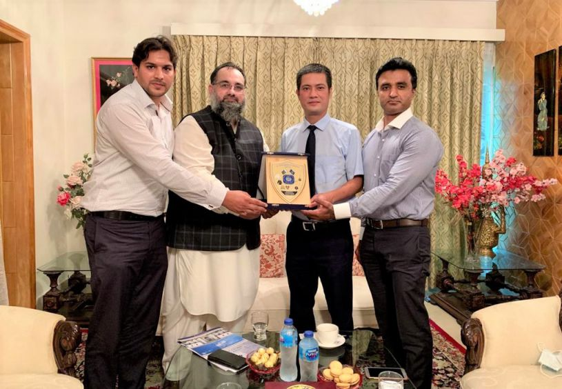 On July 26, 2021, Mr. Khuram Aslam, Senior Vice President led a delegation of Sialkot Chamber of Commerce & Industry comprising Mr. Asif Manzoor and Mr. Muhammad Idris, Executive Members, SCCI to visit the Embassy of Vietnam in Islamabad.  The delegation was welcomed by His Excellency Mr. Nguyen Tien Phong, Ambassador of Vietnam to Pakistan. During the meeting with Ambassador, Mr. Khuram Aslam discussed creation of B2B relations, joint ventures and exchange of Trade delegation to endorse bilateral Trade relations between Vietnam and Pakistan.