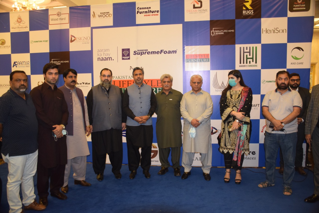 On August 29, 2021, Mr. Qaisar Iqbal Baryar, President, Sialkot Chamber of Commerce & Industry was warmly welcomed as Chief Guest in closing ceremony of Pakistan Lifestyle Furniture Expo 27-29 August 2021 at G2 Marquee, Sialkot. Mr. Khuram Aslam, Senior Vice President, Mr. Ansar Aziz Puri, Vice President, SCCI also graced the remarkable event as Guests of honor. Mr. Ejaz Ghauree, Chairman, SCCI Departmental Committee on TMA also participated in the ceremony.