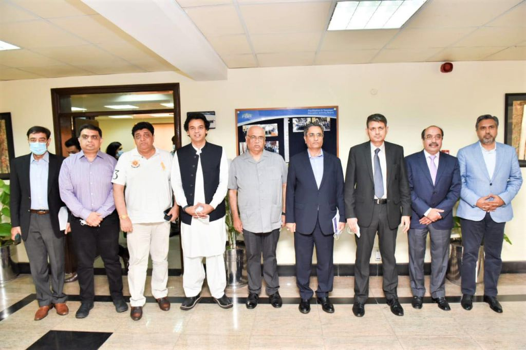 On August 27, 2021, A delegation of business community of Sialkot led by Mr. Qaisar Iqbal Baryar, President, Sialkot Chamber of Commerce & Industry called on Dr. Muhammad Ashfaq Ahmed, Chairman, Federal Board of Revenue in Islamabad to discuss issues related to Business.      The delegation also comprised of Mr. Usman Dar, Special Adviser to the Prime Minister on Youth Affairs, Mr. Zeeshan Tariq, Chairman, Sialkot Surgical Association, Mr. Sheikh Sohail, Mr. Ahsan Naeem, Mr. Ejaz Khokhar and other business personalities.
