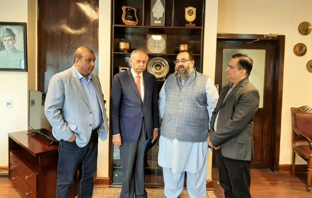On August 27, 2021, A delegation of Sialkot Chamber of Commerce & Industry led by Mr. Khuram Aslam, Senior Vice President, SCCI met Mr. Abdul Razzak Dawood, Advisor to Prime Minister on Commerce & Investment to discuss matters of mutual interest. During the Visit, Mr. Muhammad Bilal and Mr. Sheikh Faisal Naveed, Executive Committee Members of SCCI accompanied Senior Vice President.