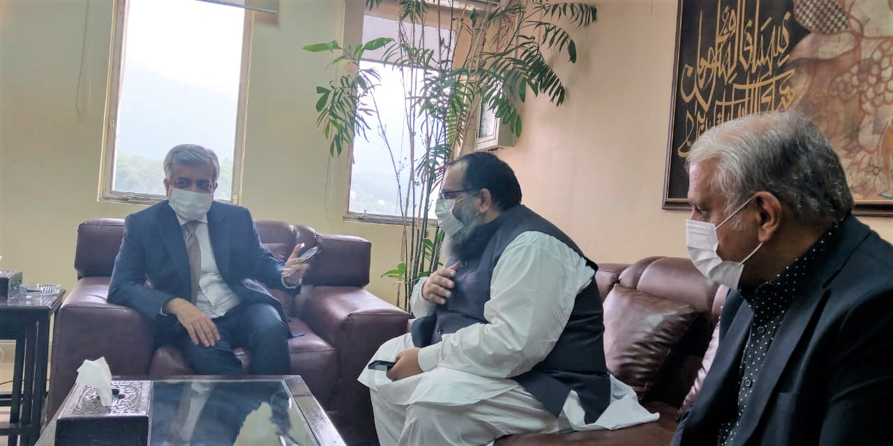 On September 07, 2021, A Delegation of Sialkot Chamber of Commerce & Industry led by Mr. Khuram Aslam, Senior Vice President and Mr. Ansar Aziz Puri, Vice President accompanied by Mr. Mohammad Sarwar and Mr. Mohammad Bilal Dar, SCCI Executive Committee Members had meeting with Mr. Muhammad Sualeh Ahmad Faruqui, Secretary Commerce at his office at Ministry of Commerce Islamabad and discussed various issues related to Industry of Sialkot.
