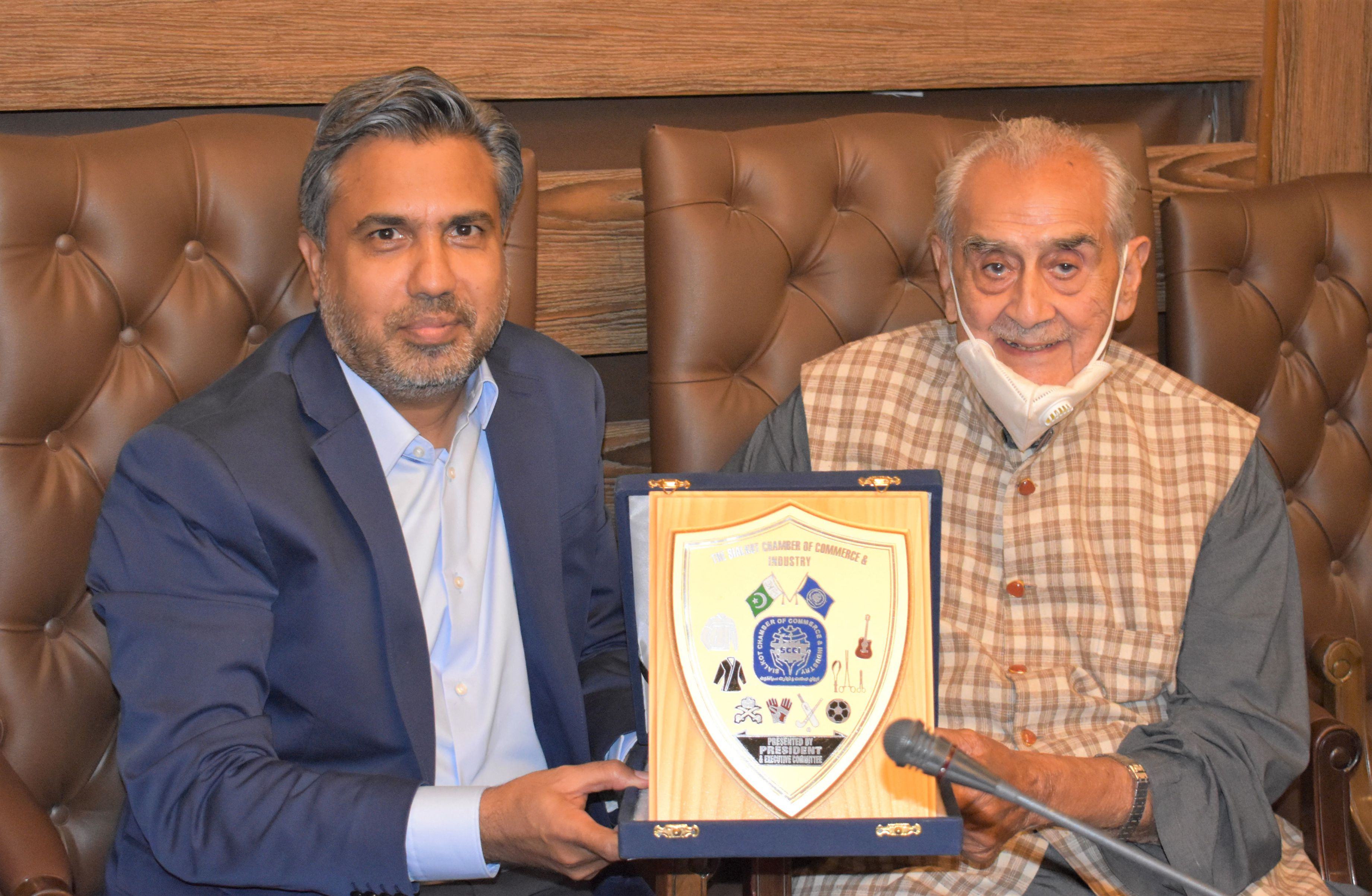 On September 14, 2021, A delegation of Lahore University of Management Sciences (LUMS) led by Syed Babar Ali, Founding Pro Chancellor LUMS visited Sialkot Chamber of Commerce & Industry to have a meeting with Mr. Qaisar Iqbal Baryar, President, Mr. Khuram Aslam, Senior Vice President, Mr. Ansar Aziz Puri, Vice President, SCCI and business Community of Sialkot.  Dr. Arshad Ahmad, Vice Chancellor LUMS and Ms. Nuzhat Kamran, Director Advancement briefed the participants about the vision and achievements of LUMS in providing the country with quality Human Resources. She also mentioned the objectives and aims of LUMS National Outreach Program. Dr. Alnoor Bhimani, Honorary Dean, Suleman Dawood School of Business briefed the audience about Scientific research and development projects accomplished by LUMS School of Science and Engineering.   The delegation included Mr. Shahid Hussain, Rector, Dr. Sabieh Anwar, Dean of School of Science & Engineering and Ms. Nuzhat Kamran, Director Advancement.
