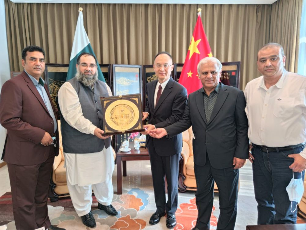 On September 07, 2021, A delegation of Sialkot Chamber of Commerce & Industry was invited to visit the Embassy of the Republic of China in Islamabad. The Delegation was led by Mr. Khuram Aslam, Senior Vice President and Mr. Ansar Aziz Puri accompanied by Mr. Mohammad Sarwar and Mr. Mohammad Bilal Dar, SCCI Executive Committee Members. The participants of the Delegation had a meeting with H.E. Nong Rong, Ambassador of the Republic of China to Pakistan to discuss matters related to Trade and Visa. During the meeting, Mr. Khuram Aslam mentioned that China and Pakistan have expanded exchanges in economic and trade strategies more closely to deepen economic interdependence and are constantly exploring new areas of cooperation in the future.