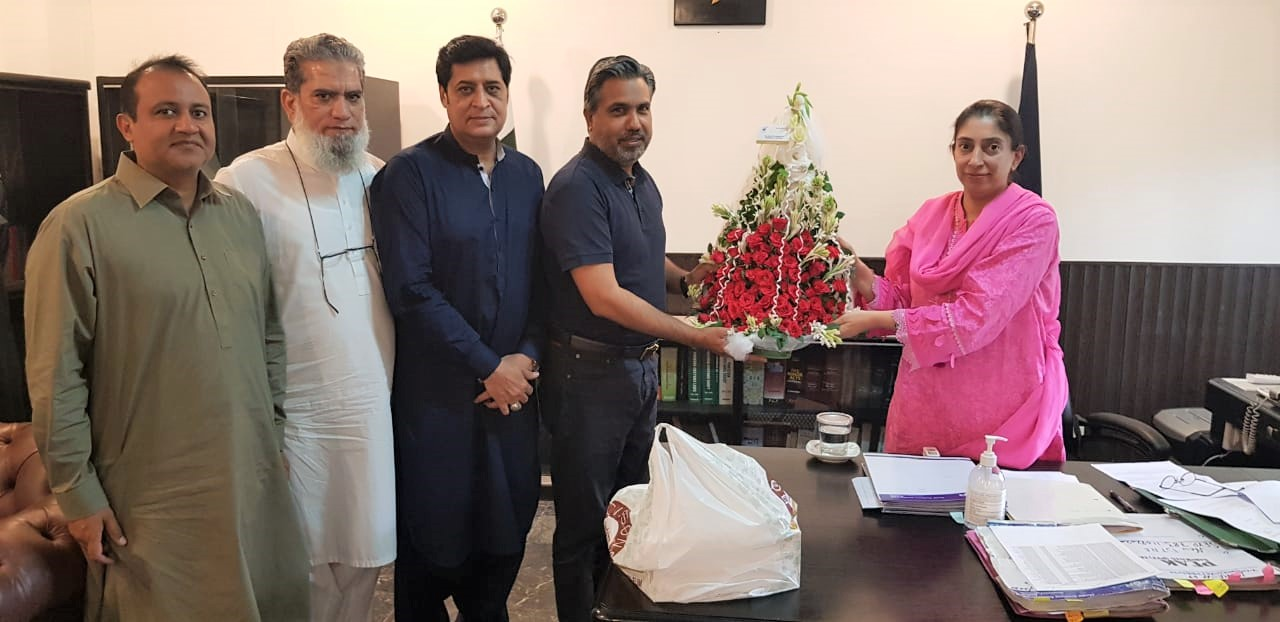 Mr. Qaisar Iqbal Baryar called on Ms. Ambreen Ahmad Tarar, Collector Customs Sialkot on August 31, 2021. The President welcomed Ms. Ahmad to the city of Sialkot. On the occasion, Mr. Qaisar Iqbal Baryar mentioned that Sialkot Chamber of Commerce & Industry and MCC Sialkot had always enjoyed most cordial working relations aimed at facilitating export sector of the city.