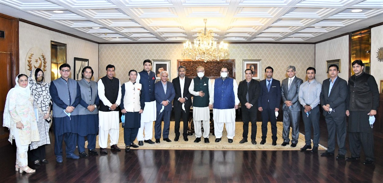 On September 16, 2021, A delegation of Sialkot Chamber of Commerce & Industry led by Mr. Qaisar Iqbal Baryar, President accompanied by Mr. Khuram Aslam, Senior Vice President and Mr. Ansar Aziz Puri, Vice President, SCCI visited President Secretariat in Islamabad and met Dr. Arif Alvi, Honorable President of Pakistan.    During the visit, Mr. Qaisar Iqbal Baryar highlighted the issues related to Abolition of 5% Withholding Sales Tax, Freight Subsidy for SMEs, Execution of the project of University of Applied Engineering & Emerging Technologies Sialkot, Formation of Masterplan for the City, Sialkot Industrial Zone and Continuation of LTLD and DDT Schemes.  Mr. Khuram Aslam underlined the matters regarding Legalization/ Attestation of Trade- Related Documents from MOFA, TDAP, Allowing a permanent representation from Sialkot Chamber in EDF and TDAP'S Board as Representative of SMEs / Cottage Industry, Release of Funds for Child Labour Elimination Program and China Import-Export Fair.    The SCCI delegation was warmly welcomed by President of Pakistan. Mr. Asif Manzoor, Mr. Umair Mir, Mr. Muhammad Idrees, Mr. Aneel Sarfraz, Mr. Shahid Nadeem Mughal, Mr. Ali Amer Bhatti, Ms. Syeda Shabina Gillani, Mrs. Shabnam Asif, Mr. Sheikh Zohaib Rafique Sethi, Mr. Mian Asif Ali, Mr. Sheikh Faisal Naveed, Mr. Hafiz Shamas Hameed, Mr. Muhammad Sarwar, Executive Committee Members of Sialkot Chamber were also part of the said Delegation.
