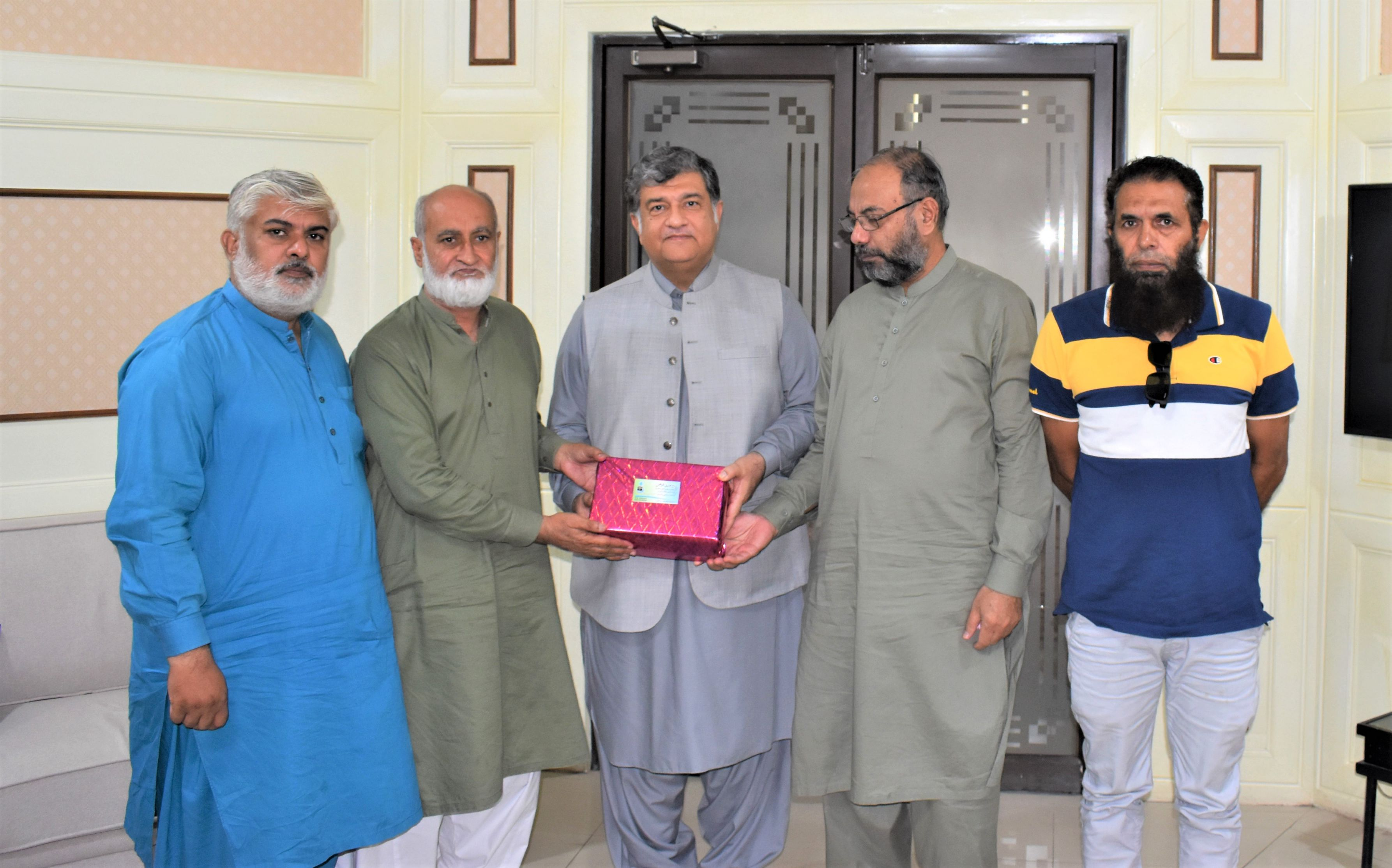 On October 20, 2021, A delegation led by Mr. Mian Mohammed Asif, former Additional IG police, KPK visited Sialkot Chamber of Commerce & Industry and extended heartiest felicitations to President, SCCI on assuming the charge as Office Bearer of SCCI.