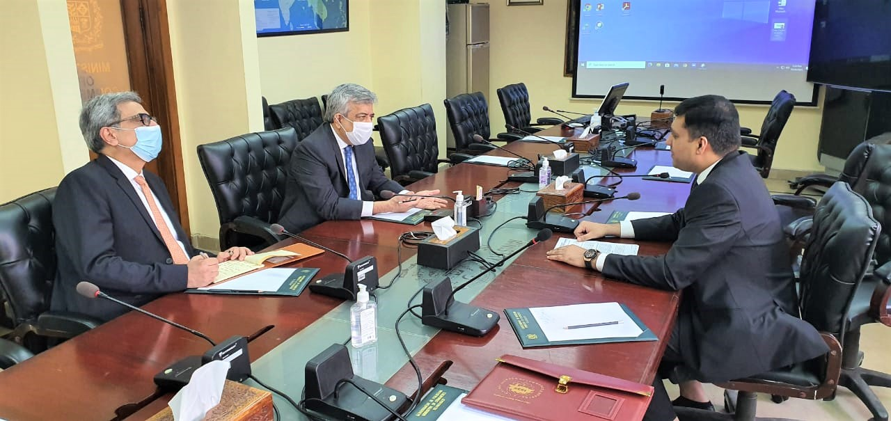 On October 26, 2021, Senior Vice President, Sialkot Chamber of Commerce & Industry visited Ministry of Commerce in Islamabad and held a meeting with Mr. Muhammad Sualeh Ahmed Faruqui, Secretary Commerce, MOC to discuss matters related to Industry of Sialkot.